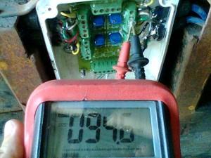tester midiendo placa ecualizacion