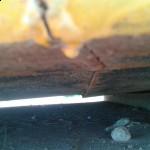 Parte de abajo de la plataforma que ha cedido y toca la base